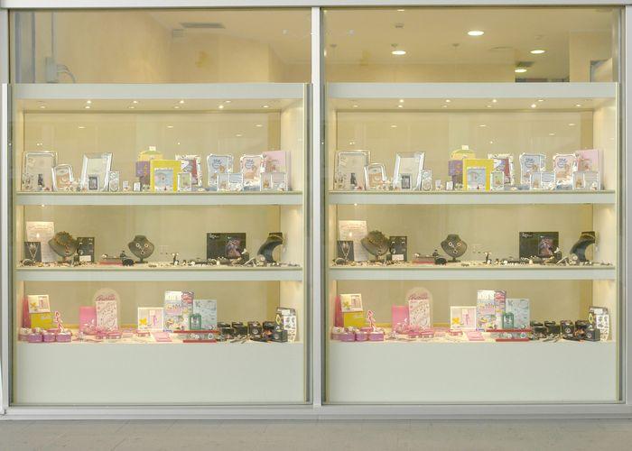 Produzione arredamenti per negozi espositori per occhiali for Arredamento vetrine