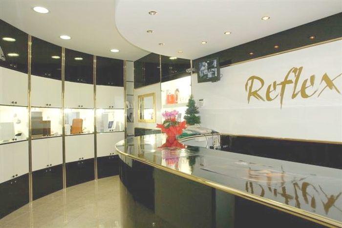 Produzione arredamenti per negozi espositori per occhiali for Preziosi arredamenti
